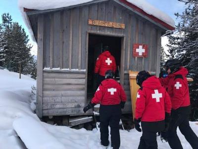 Volunteers getting familiar with various patrol huts around Panorama (Photo by Ryan Williams)